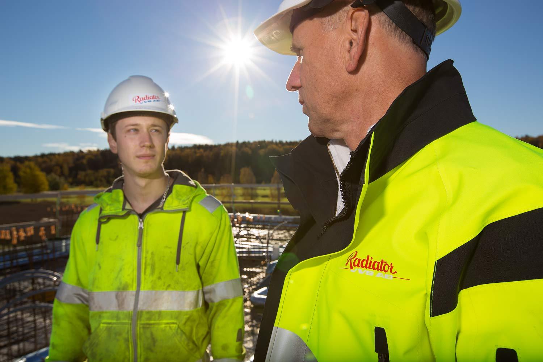 Ljussättning med blixt utomhus. Bilder till broschyr och webb, Radiator. Foto: Fotograf Markus P i Örebro.