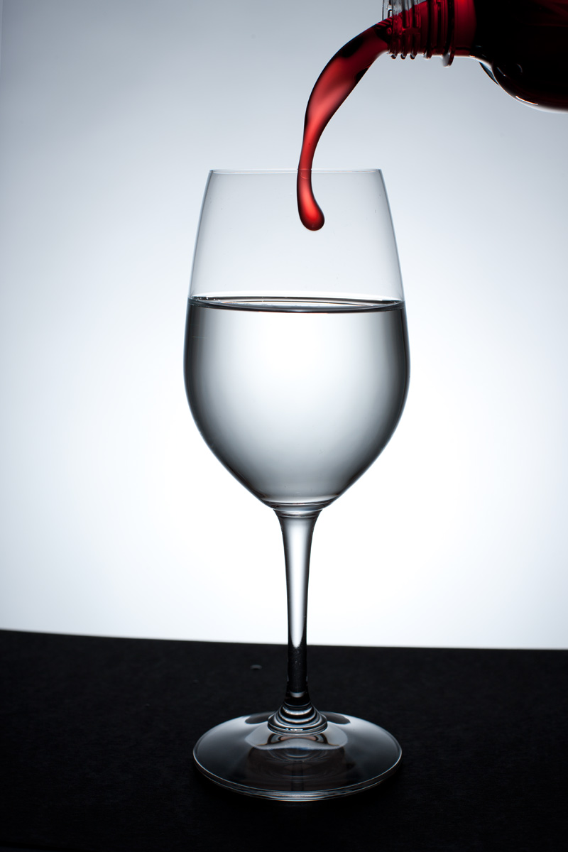Tutorial lighting drinks and other product photography - Wine Glass Against A Light Background