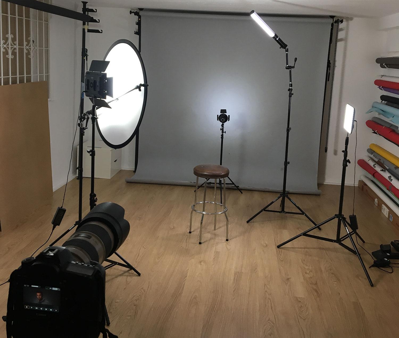 Ljussättning med LED-paneler för filmning. Fotograf Markus P i Örebro.